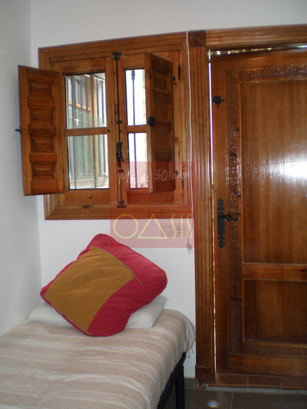 Bedroom of property on sale located in Albaicin, Granada.