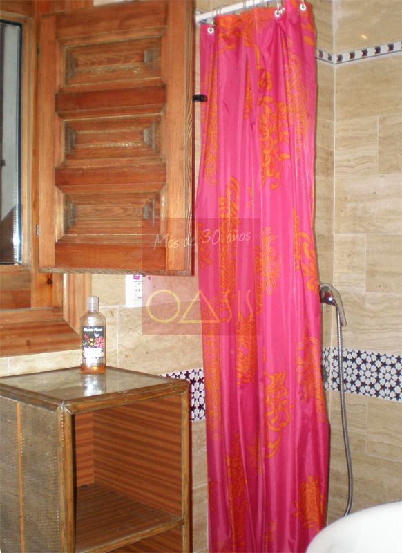 Bathroom of property on sale located in Granada.