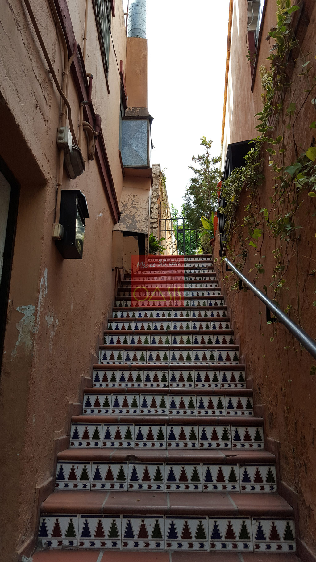 Excellent oportunity for investment near the entrance of the Alhambra - Stairs to the main house