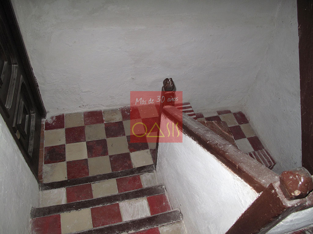 Original floors on the stairs - Wonderful and ample house on sale in lower Albayzín - Oasis Real Estate, more than 30 years in the Albayzín