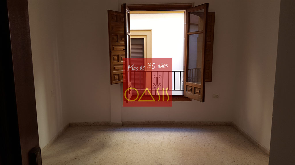 2nd room - Oasis Real Estate - Great investment oportunity in Albaicín bajo